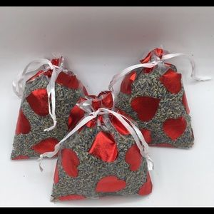 Lilly's Lavender 3 Large White Sachets With Hearts